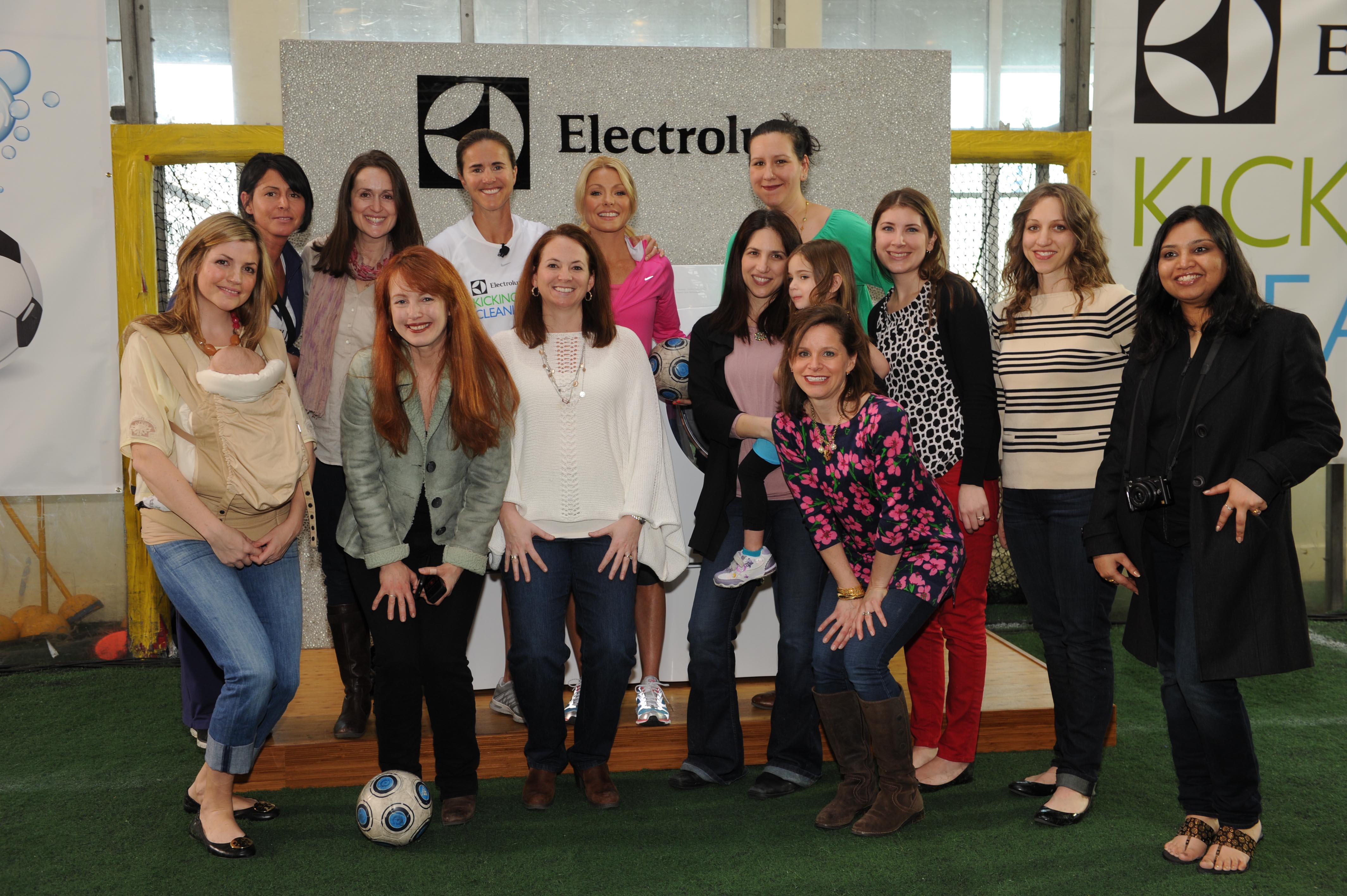 Kicking And Cleaning With Electrolux Rolemommy